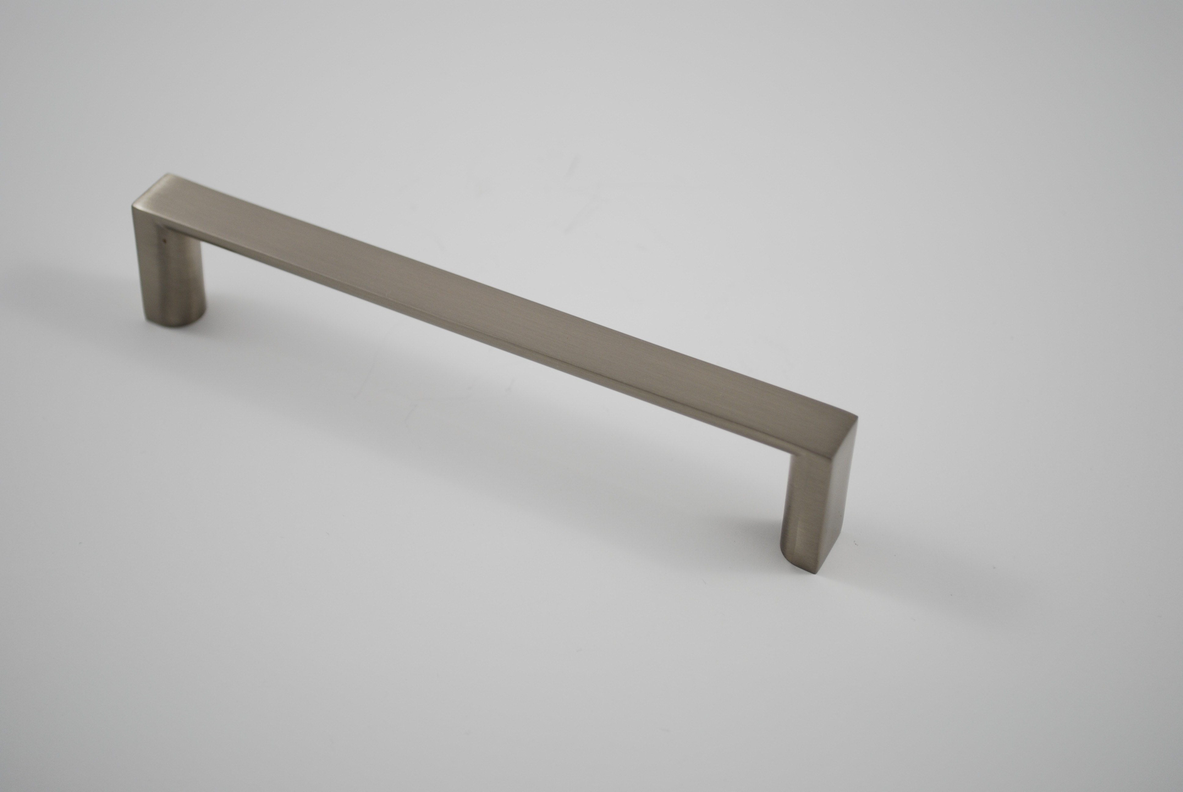 RESIDENTIAL ESSENTIALS 10281 CABINET PULL